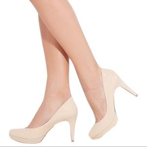VINCE CAMUTO Nude Patent Leather Zella Size 8.5